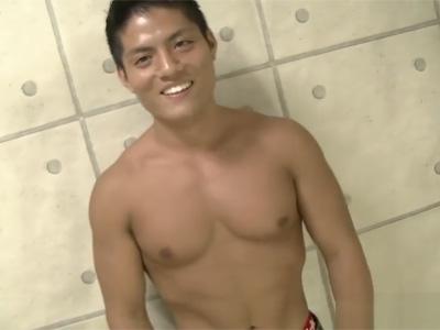 【ゲイ動画】ガタイの良い19歳のノンケマッチョを寸止めで焦らしに焦らしてドクドクと精子を搾り取る!