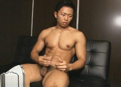 【ゲイ動画】週4でジムに通う母性本能をくすぐる筋肉マッチョなノンケ君が貫通式オナホで手淫したっぷりの種を放出!