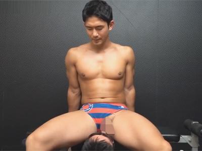 【ゲイ動画】パイチンのマッチョ筋肉アスリートがゴーグルマンに性感帯を舐め回されケツ掘り手コキで昇天射精!