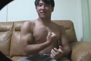 【ゲイ動画】格闘技をしているノンケのガッチビを手コキでイカせるとドロドロでネバネバの超濃厚なザーメンを大量射精!