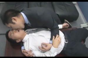 【ゲイ動画】上司と部下が会社でハッテン!オフィスを舞台にスーツを乱してケツマン交尾に勤しむサラリーマンたち!