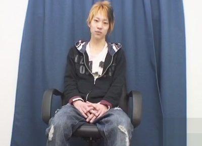 【無修正ゲイ動画】中学生の時にゲイになったというコンビニ店員の丸山毅君がカメラの前で長いチンポをシゴきオナる姿を見せつける!
