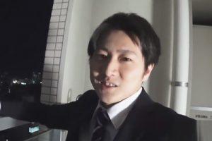 【ゲイ動画】仕事を終えポケモンGOをしていた28歳イケメンリーマンをナンパ!謝礼で釣りマンションのベランダでエッチなことを行う!