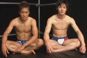 【ゲイ動画】高田悠馬と峰本伊吹…2人のスジマッチョイケメンが互いにチンポをシゴきケツにローターを挿れてオナ見せをやり合う!