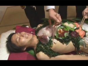 【ゲイ動画ビデオ】とある料亭の名物は男体盛り!お刺身で食欲を満たしたらイケメンの男体のアナルや口で性欲も同時に満たすことに!