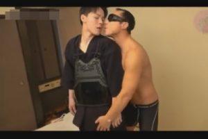 【ゲイ動画】イケメン剣道部員が剣道着を脱がされ口マンでタチの肉棒をしゃぶらされてアナルへの愛撫なしに即ハメされる!
