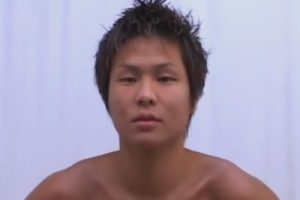 【ゲイ動画】生粋のノンケで20歳の素人をスカウト!嫌がっていたはずなのにアナルに指を挿れられたままの手コキで喘ぎ初め絶頂する!