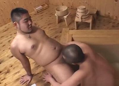 【ゲイ動画】クマ系の2人の大きな体の男が旅館で愛を深めながらアナルセックスを楽しむ!
