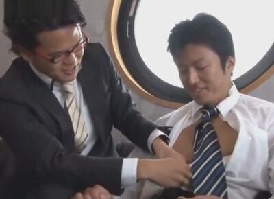 【ゲイ動画】真面目なスーツを着用している2人の男が服を脱がせあいながらアナルセックスで愛を深めることになる!