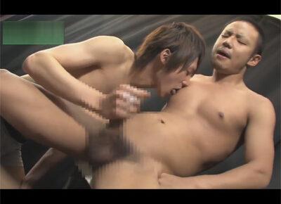 【ゲイ動画】坊主な男がイケメンに全身をスケベにいじられて手コキやフェラチオをたっぷりとされて絶頂をすることになる!