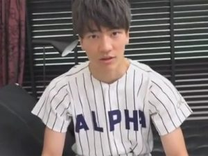 【ゲイ動画ビデオ】ジャニ系野球部大学生が公園で自主練していたらコーチと遭遇!コーチの家にお邪魔し裏取引に身体を差し出す大学生…!