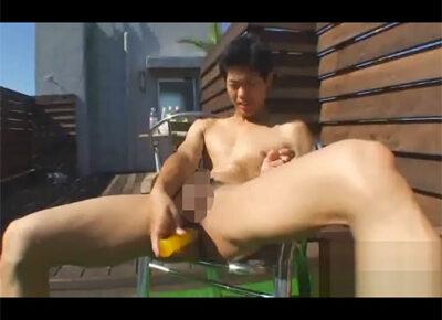 【無修正ゲイ動画】金子正明が玩具を使いながら股を大きく開いてオナニーを楽しんでいる姿を見せてくれる!