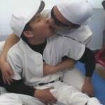 【ゲイ動画】野球部員が部室でストレッチをしていたらムラムラしたゴーグルマン先輩に身体を求められケツマンコをマラでズコバコされる!