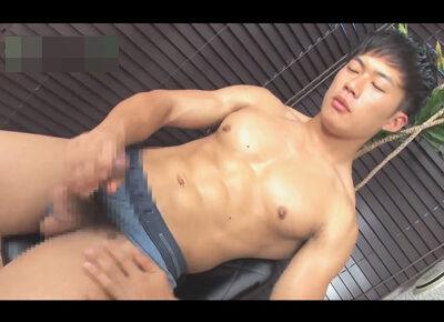 【ゲイ動画】大胸筋や上腕二頭筋…腹筋もたくましい体育会がフトマラをテンガで刺激し甘い声を出しながらオーガズム!