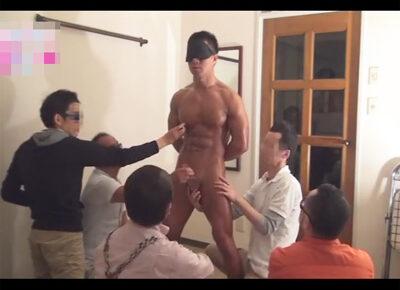 【無修正ゲイ動画】ボディービルダーをモデルにデッサン…のはずが皆モデルをお触りし始めエロい展開になりボディビルダーをイカせる展開に!