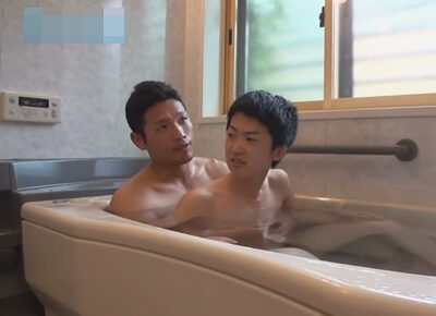 【ゲイ動画】中学生男子がお父さんと一緒にお風呂!チン毛が生えて恥ずかしい息子に性教育を施しアナルセックスで近親相姦するお父さん!