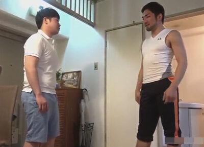 【ゲイ動画】憧れのラグビー選手がトイレを借りに自宅へ…!トイレを貸してくれたお礼として肉棒をケツにハメてもらった冴えない男子!