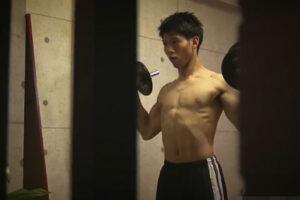 【ゲイ動画】とあるマンションの部屋を盗撮…!ストイックな筋肉イケメンが筋トレの真っ最中で筋トレ後は全裸でオナニー!