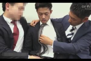 【ゲイ動画】「何でもするんで…!」と言ってしまった営業成績の悪いイケメン社員が上司2人からケツマンコをレイプされてしまう…!