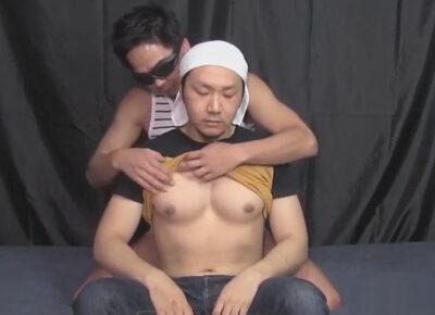 【ゲイ動画】ガテン系の男が2人のゴーグルマンに激しいピストンで犯されて昇天を何度もすることになる!