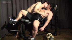 ガチムチ_トレーニングベンチ_フェラ_AF_ゲイ画像2