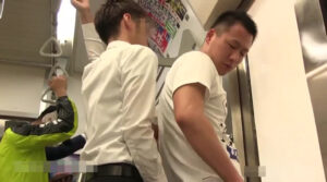 電車_痴漢_ハッテン_立ちバック_ゲイ画像2