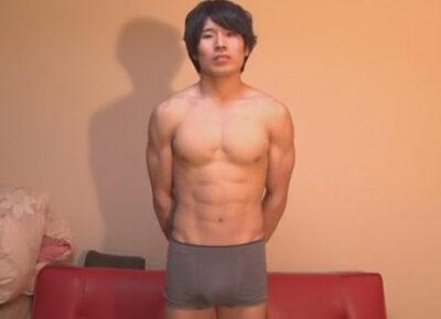 【ゲイ動画】ノンケのスジ筋な男子学生がゴーグルマンの激しい技におぼれて精液を噴射することになってしまう!