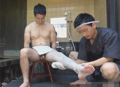 【ゲイ動画】マッチョな男が露天風呂で三助に体を洗ってもらいながらアナルセックスで犯されることになる!