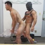 【ゲイ動画】短髪男子がAV男優の面接を受けに行くと面接官がゲイ…!チンポチェックと称し性的なコトをされてアナルを掘られる展開に!