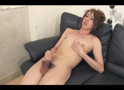 【無修正ゲイ動画】ギャル男系の男が全裸姿で椅子に座りながらオナニーをひたすら楽しむことになる!