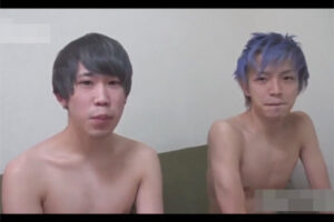 【ゲイ動画】紫の髪の毛と黒髪の髪の毛の可愛い系の男たちがアナルセックスでラブラブなプレイを楽しむことになる!