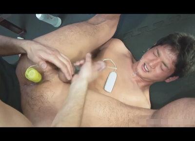 【ゲイ動画】20歳の高身長体育会ノンケがゴーグルマンのアナルとチンポを同時に責める極上のテクでイカされチングリ返しでセルフ顔射!