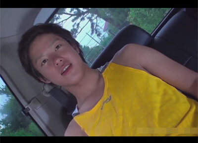 【ゲイ動画】バイセクシャルな素人の男が車の中で玩具に刺激されながらHに体を犯されることになってしまう!