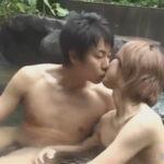 【ゲイ動画】風流な露天風呂でボディー洗いからのアナルセックス!交代しながらお互いにケツ穴をピストンし合ってザーメンで温泉を汚す!