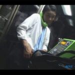 【ゲイ動画】「仕事で溜まりに溜まってますよ!」…ヌク暇もないリーマンが電話ボックスで露出オナニーに挑戦する!