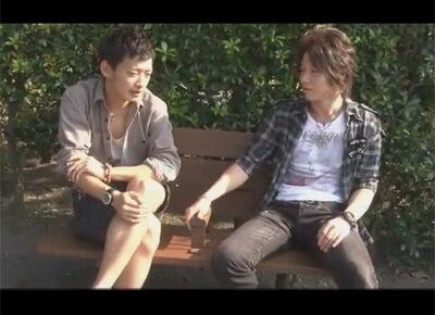【ゲイ動画】茶髪と黒髪のイケメンたちが仲良く愛を深めあうアナルセックスを満喫することになる!
