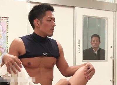 【ゲイ動画】野球部員同士が教室で盛っているところを偶然にも見てしまった帰宅部男子校生が教室に呼び出され犯されてしまう…!