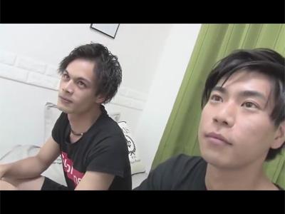 【ゲイ動画】笑顔がキュートな2人の男の子が笑いながら体をいじりあってアナルセックスで果てることになってしまう!