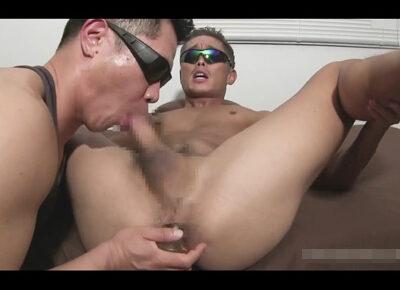 【ゲイ動画】サングラスで顔を隠している素人の細マッチョの男がゴーグルマンにアナルセックスで激しく犯されることになる!