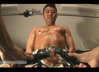 【ゲイ動画】野球用のズボンを履いた筋肉マッチョ君が手を使わずにイク!電マと電動オナホを駆使しチンポからはザー汁が溢れ出す…!