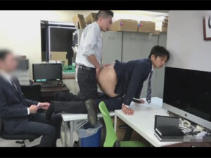 【ゲイ動画】会社で時間を止めてヤリたい放題!スーツが似合うイケメン後輩の身体を性欲の赴くまま弄び生チンポで犯す先輩!