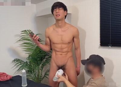 【ゲイ動画】ノンケの可愛い系の男がドールを使ってオナニーをした後に手コキなどで精液を噴射させられることになる!