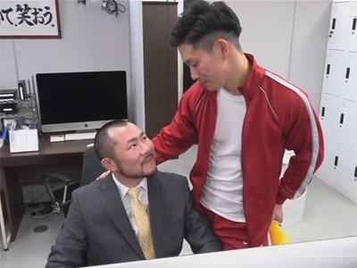 【ゲイ動画】クマ系の男性教師が体育教師を自宅に招待してアナルセックスを楽しんで愛を深めることになる!