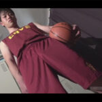 【ゲイ動画】バスケ部のイケメンが部室で全身を舐められながらアナルセックスでたっぷりと体を犯されることになる!